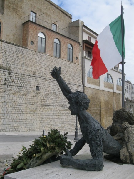 """Le monument aux """"tombés"""" de toutes les guerres"""